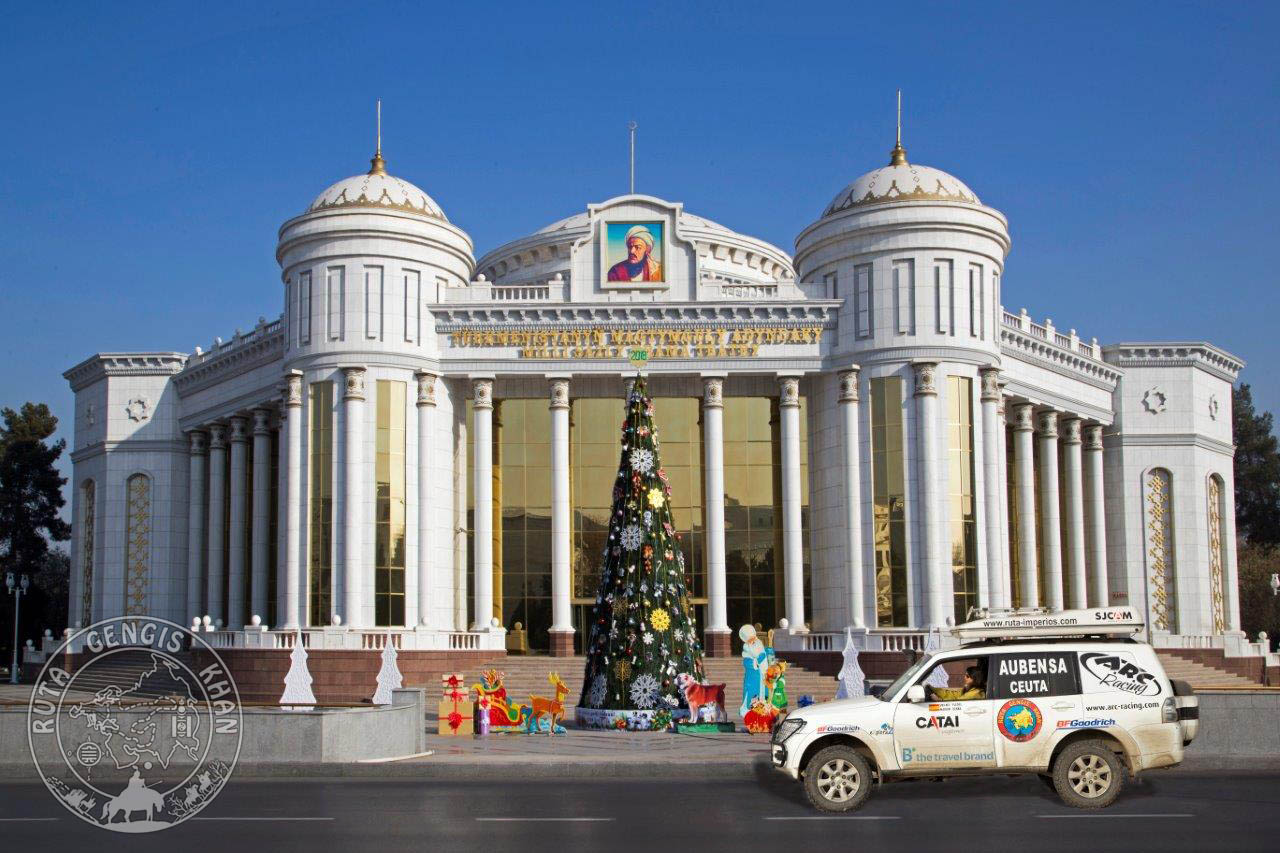 http://www.ruta-imperios.com/images_contenidos/Image/gengis_khan/CR-36-Turkmenistan_2-Ashagabat/cr_036-001-Portada.jpg