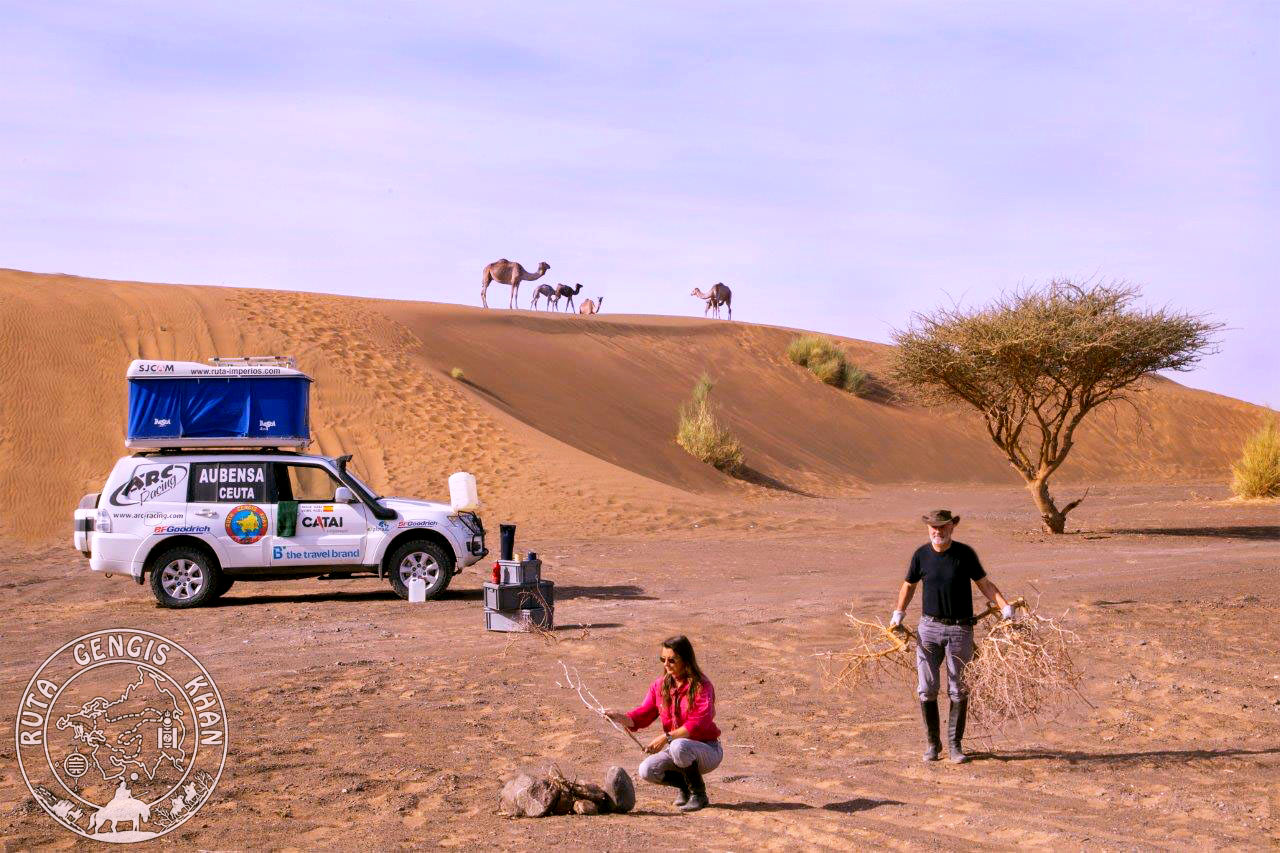 http://www.ruta-imperios.com/images_contenidos/Image/gengis_khan/CR-43-Oman_3-Desierto/cr_43-017_Campamento.jpg