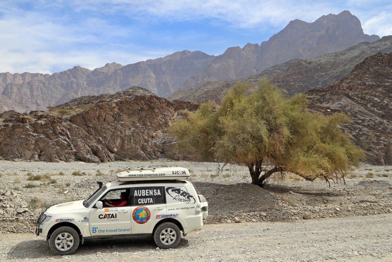 http://www.ruta-imperios.com/images_contenidos/Image/gengis_khan/CR-45-Oman_5-Jebeles/cr_045-01_Portada.jpg