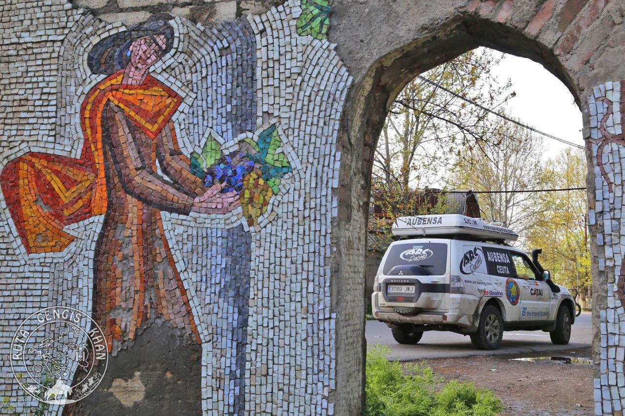 http://www.ruta-imperios.com/images_contenidos/Image/gengis_khan/CR-55-Azerbaiyan_1-Caspio/cr_055-01_Portada.jpg