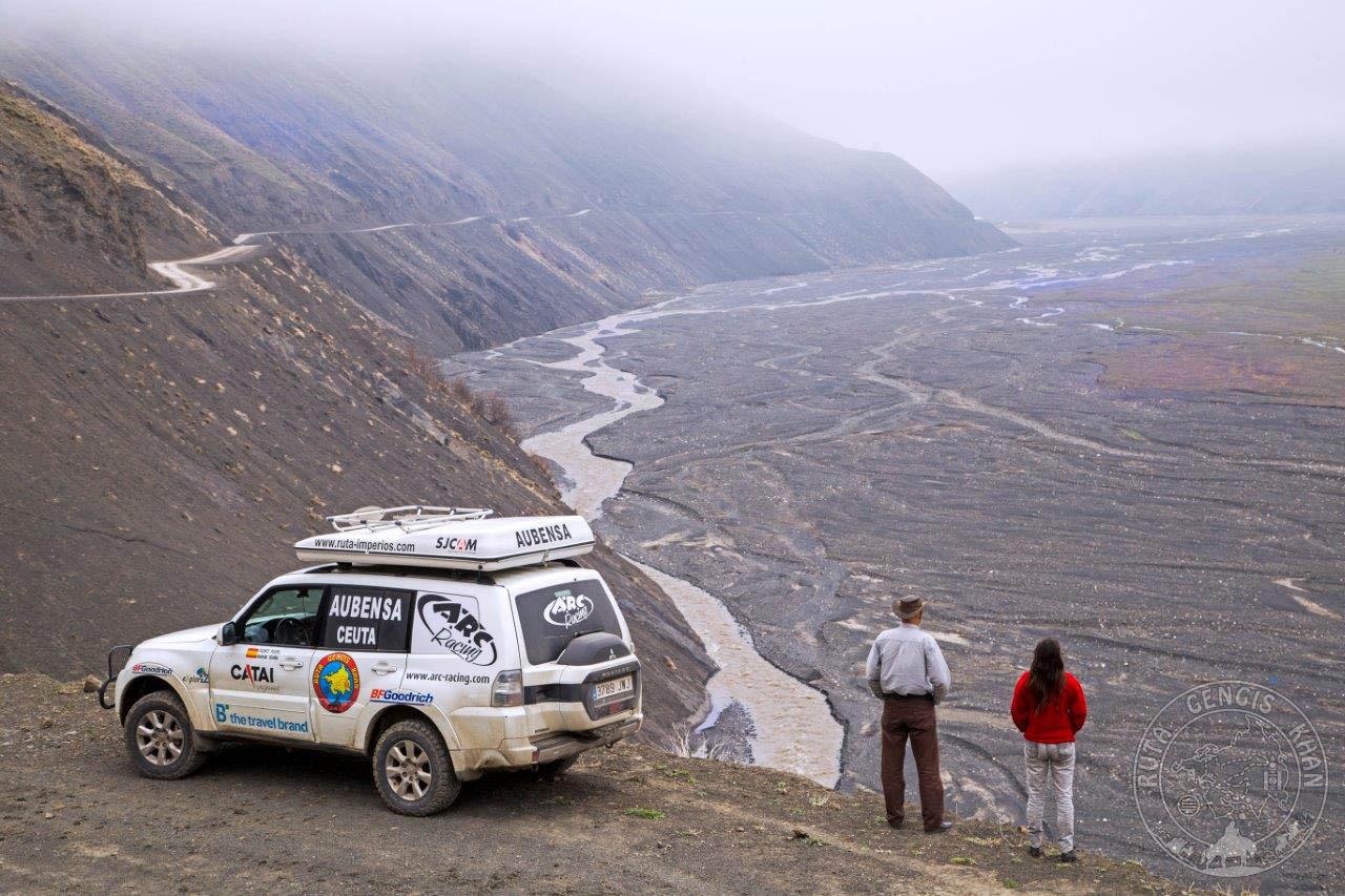 http://www.ruta-imperios.com/images_contenidos/Image/gengis_khan/CR-56-Azerbaiyan_2-Caucaso/cr_056-01_Portada.jpg