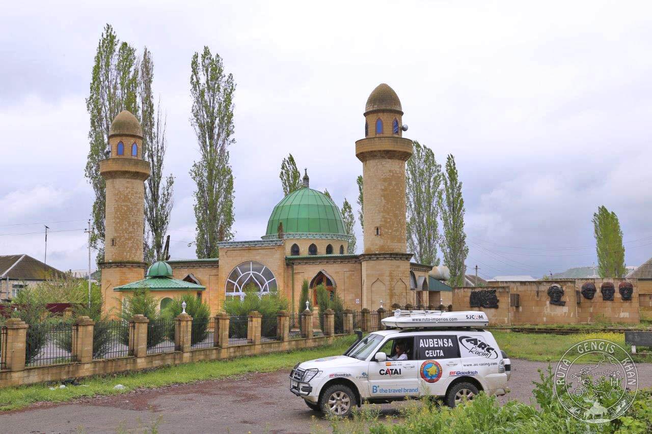 http://www.ruta-imperios.com/images_contenidos/Image/gengis_khan/CR-57-Azerbaiyan_3-Centro/cr_057-01_Portada.jpg